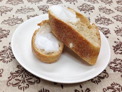 ココナッツオイルをパンに塗ってみた