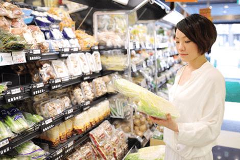 食費を考える女性