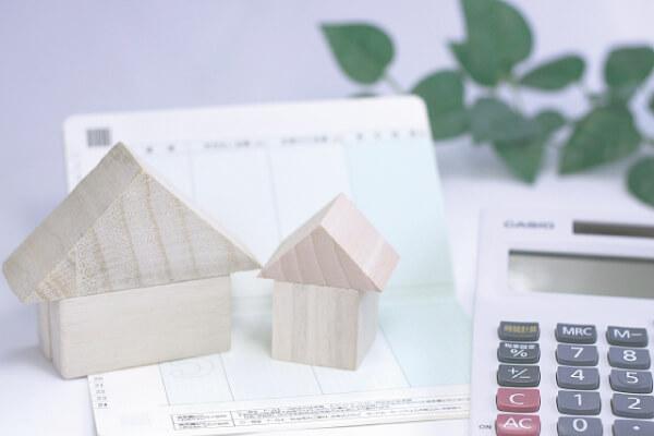 通帳と家と電卓